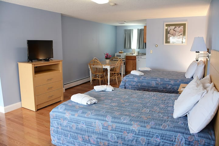 Newly renovated room just 75 yards from the beach