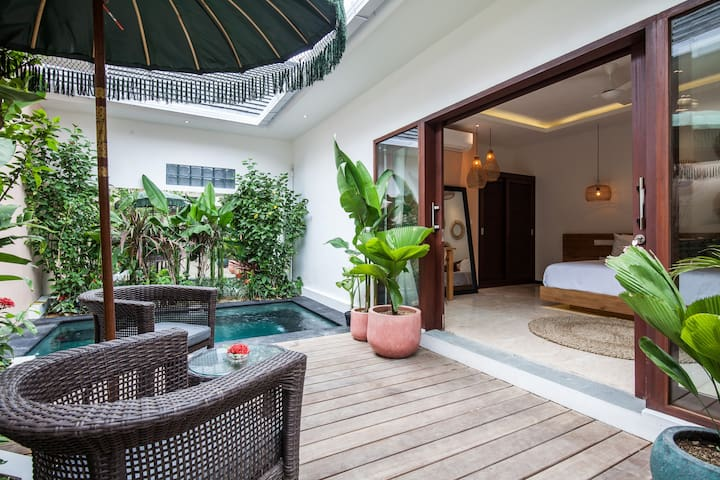 One bedr villa private pool 24hsecurity 700m beach