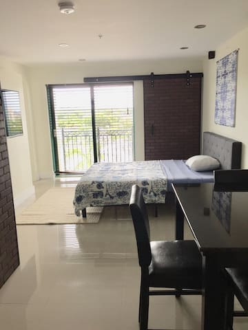 Furnished Studio across UM, great neighborhood