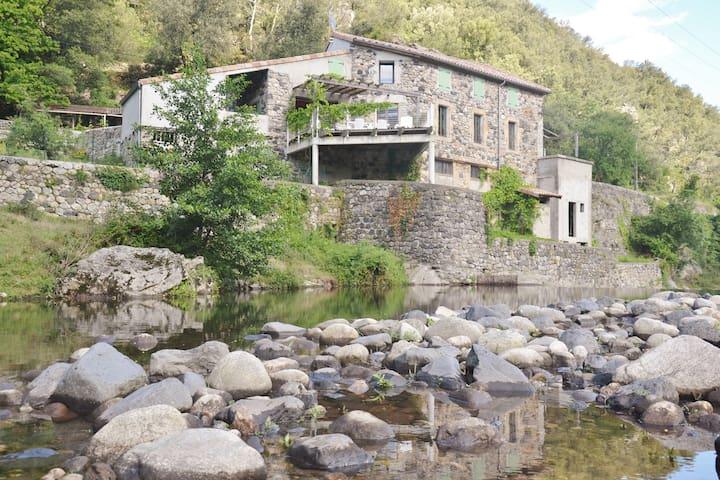Gîte Les pieds dans l'eau - Pont-de-Labeaume - House