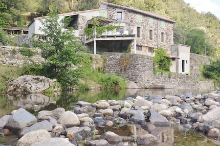 Gîte Les pieds dans l'eau - Pont-de-Labeaume - Дом