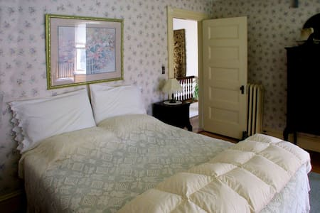 Spacious 2nd floor room available