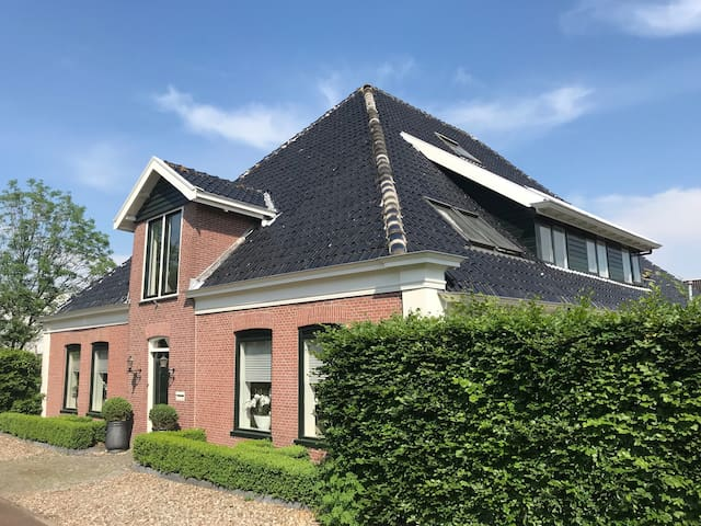 Cosy family home close to Amsterdam and beach