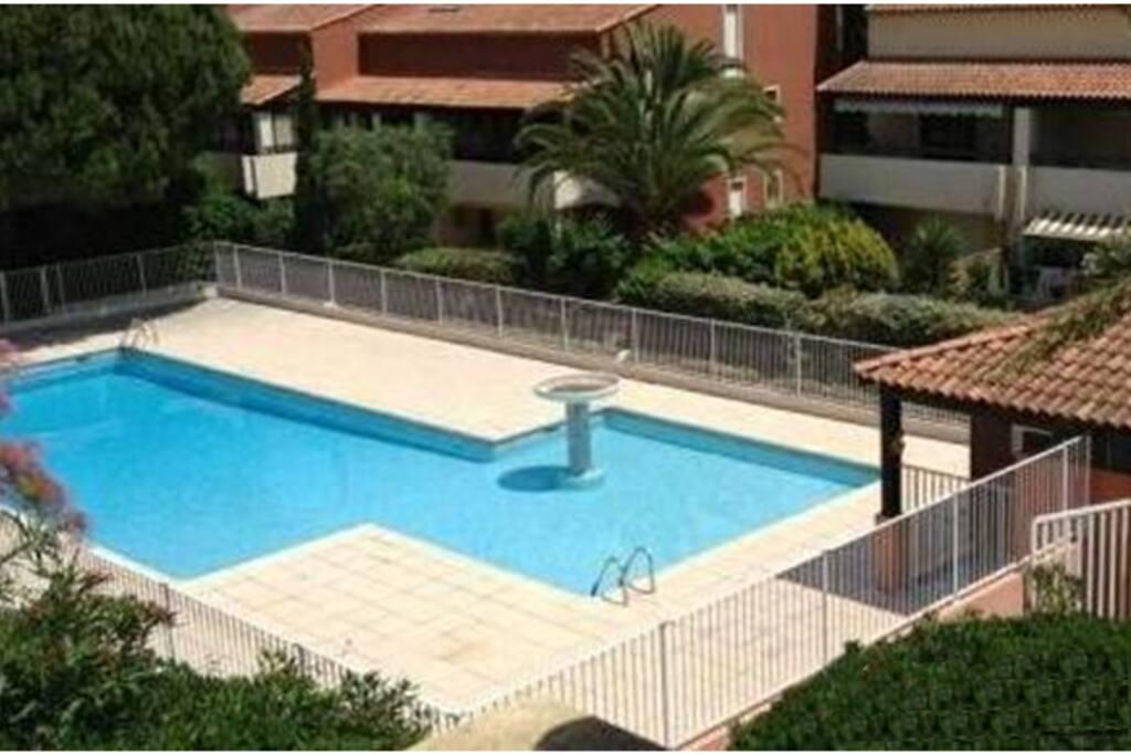 agr able studio 28m2 jardin 40m2 flats for rent in fr jus provence alpes c te d 39 azur france. Black Bedroom Furniture Sets. Home Design Ideas