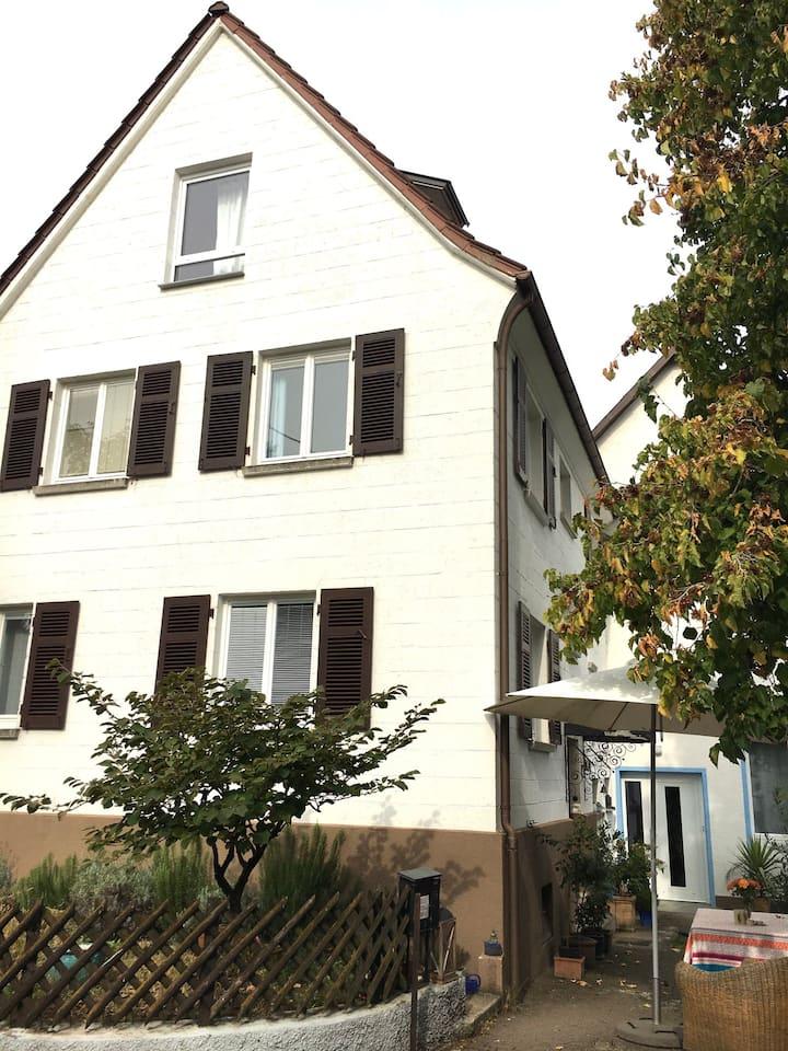 Einfamilienhaus mit viel Platz bei TÜ & RT