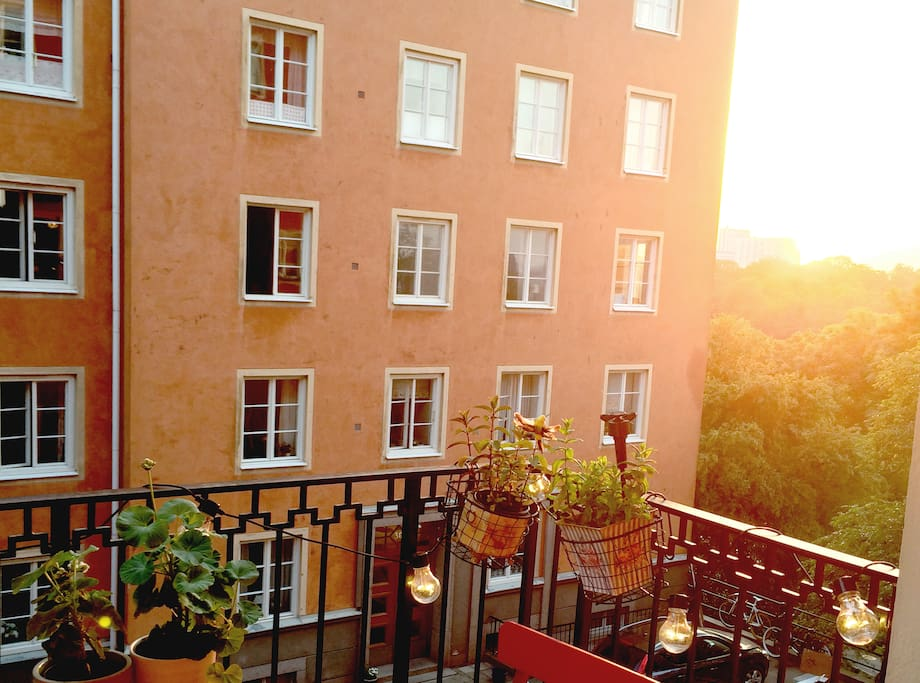 The apartment is located close to the water and has a sunny balcony.
