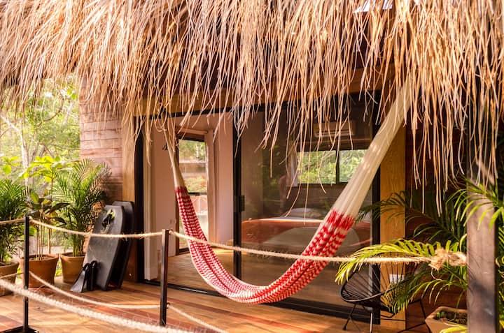 Luxury treehouse beside the ocean 1 king bed