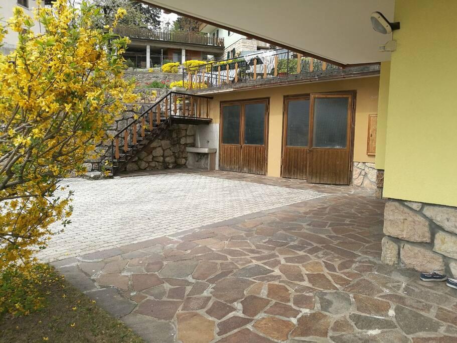 Outside/Esterno casa