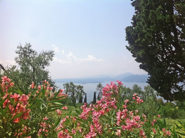 Living the lake by the coutry hill - Torri del Benaco - Huis