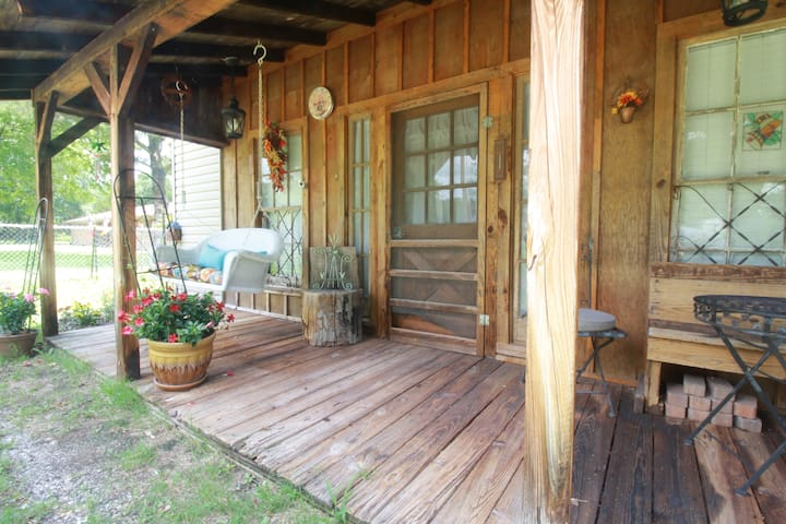 ★ Quiet Country Cabin to Work/ Play ✿♡