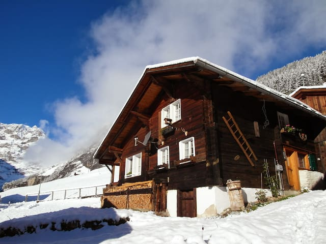 Cozy old chalet in Gimmelwald - Gimmelwald