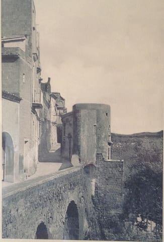 L'antica torretta su cui e' stata costruita la casa