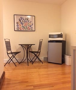 Relaxing Private Bed and Bath w/Breakfast! - New Haven