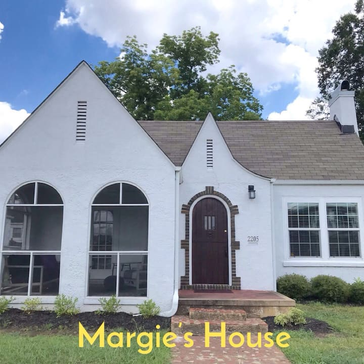 Walk to stadium and downtown; quaint 3BR/2BA!