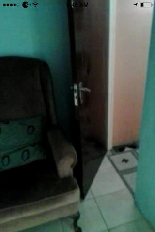 Cozy Room in heart of Kingston - Kingston - Bed & Breakfast