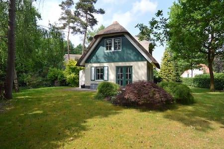 Maison de vacances confortable à Heeten avec jardin privé