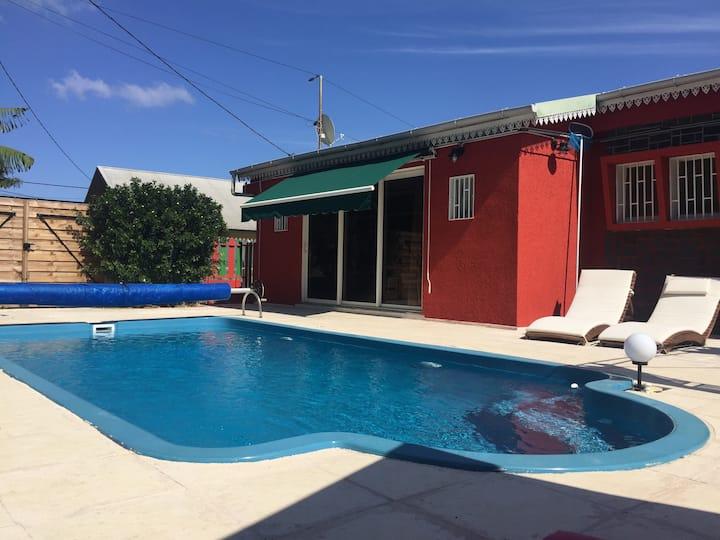 Appartement privé dans villa avec piscine