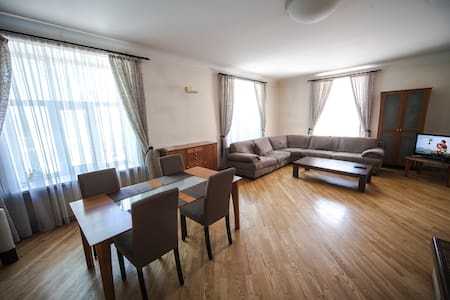 3 bedroom apartment in Old town