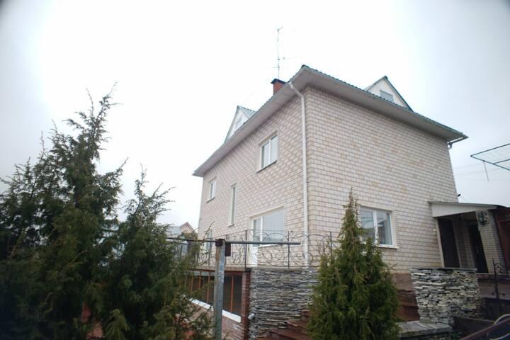 """Уютный коттедж """"Дом солнца"""" загородом - Zavyalovskiy rayon - Huis"""