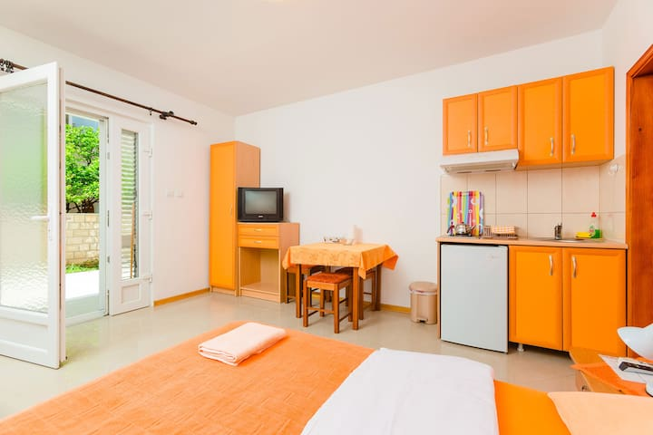 Studio 30 meters from sea - Tivat - Lägenhet