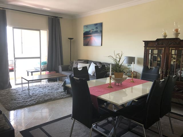 Newly Remodeled Spacious Oeiras Apartment