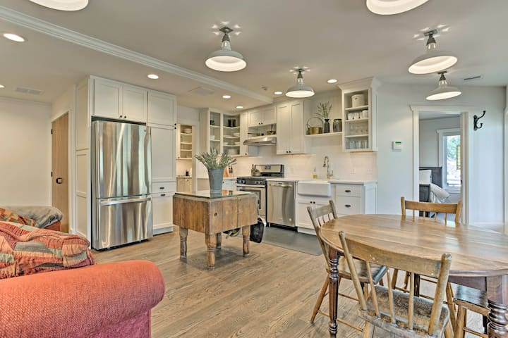 Scenic Apt Steps from Tryon & 18 Minutes to TIEC!