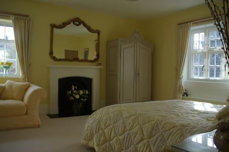 Decadent king size suite  - Marlborough