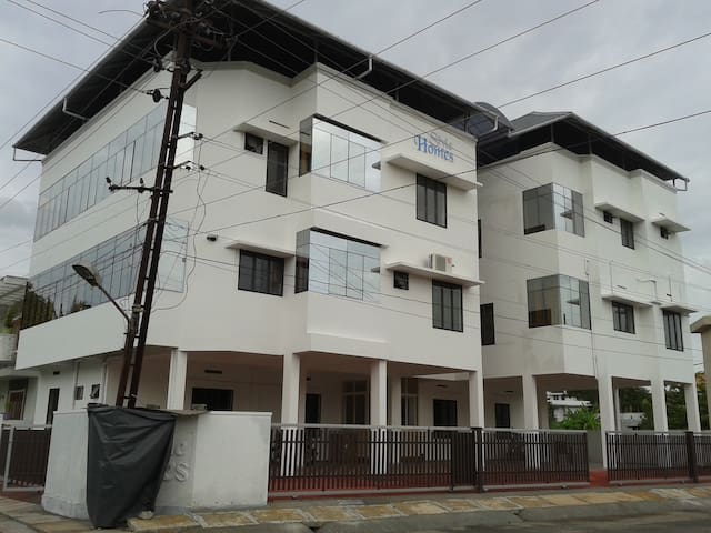 FULLY FURNISHED A/C 3 BR APARTMENT IN SERENE AREA - Kochi - Wohnung