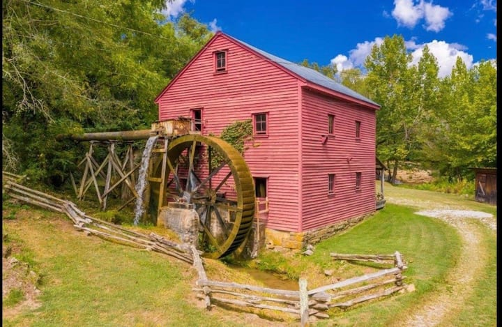 1798 Grist Mill & The Cabin on Dumplin Creek