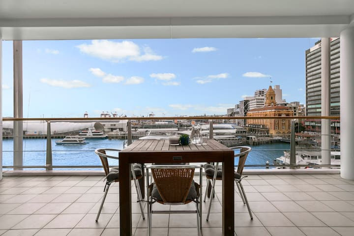 Water views, modern apt - Unbeatable Location!