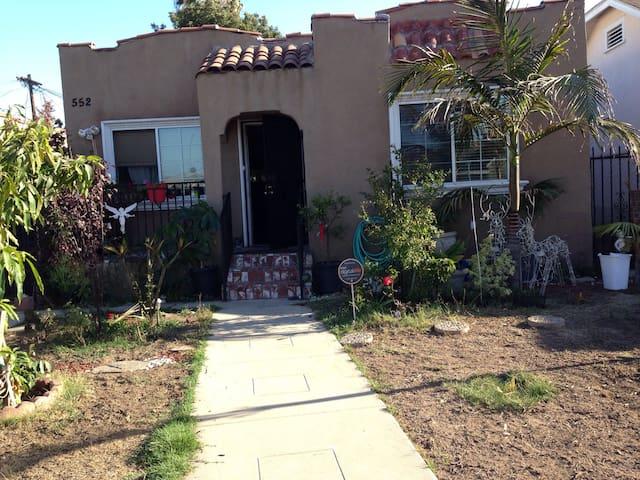 casa con mini árbol de mango plant - 洛杉磯 - 獨棟