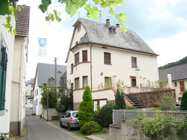 Altes Winzerhaus - Mesenich - Casa