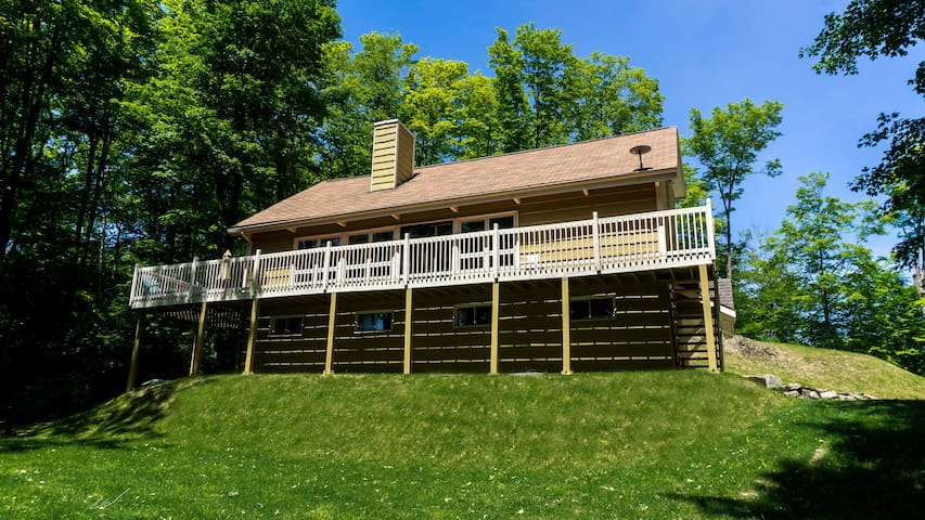 Amazing Vacation House Near Lake and Mountain
