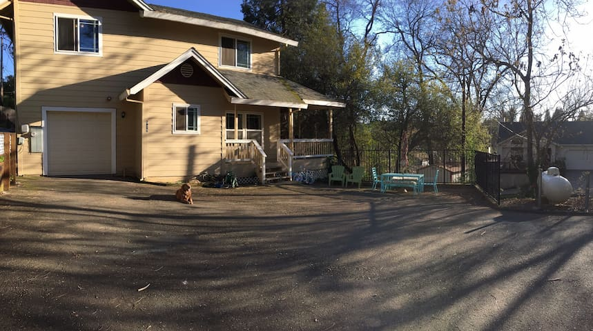 Cozy room nestled in heart of Placerville - Placerville - Rumah