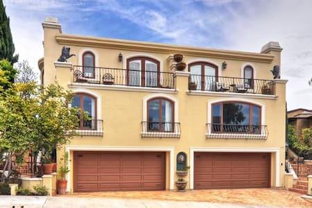 HUGE HOUSE 4 BDR Sleeps 8 PRIVATE BEACH ACCESS CDM - หาดนิวพอร์ต - วิลล่า