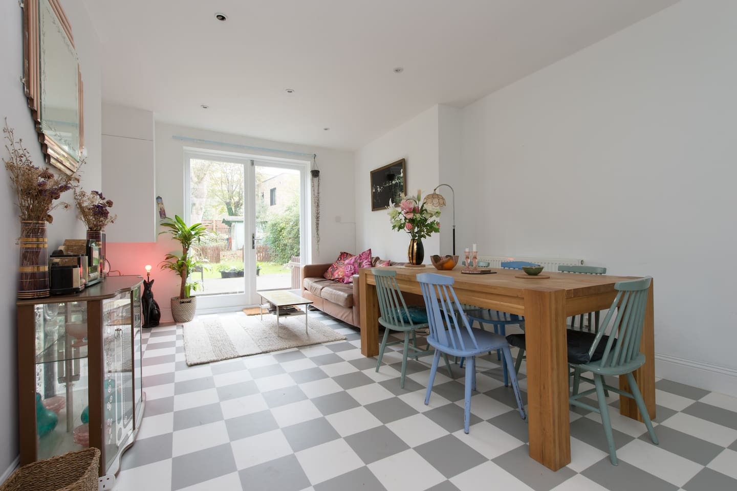 Open plan kitchen, dinning, lounge opening out with french windows on to the decked area of the large garden!