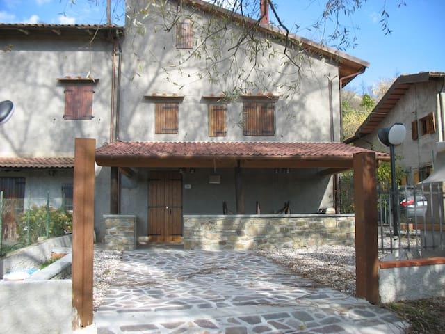Originale terratetto nel silenzio - Pietramala - House