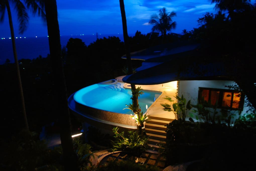 "Day or night, the ""Upper"" villa will delight!"