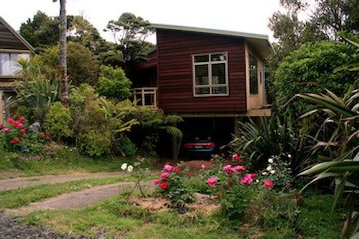 Bush Sand and Sea Bed & Breakfast - Bethells Beach - Apartment