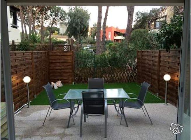 Charmant studio avec jardin 25m2 appartements louer for Jardin casa rustica