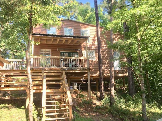 Beautiful Cabin #4 on Lake Livingston, Onalaska Tx