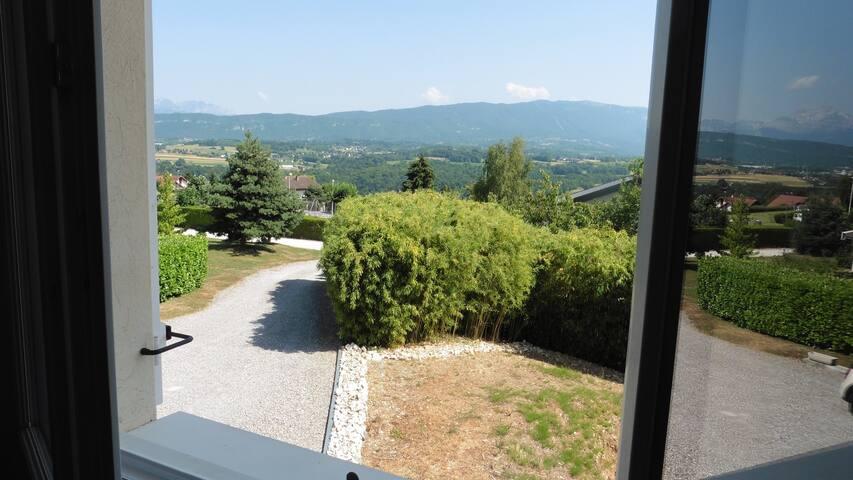 Chambre privée dans  maison  - vue sur montagnes