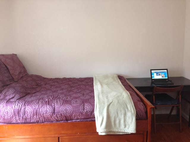 1-Bedroom fully furnished apartment - Hayward - House
