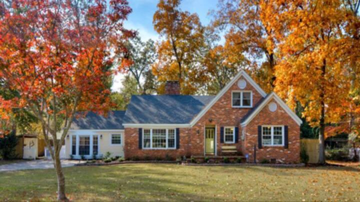 Lovely Aiken Home near horse district