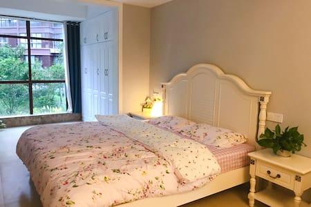 天沐温泉谷室内富硒大泡池+阳光大床房、榻榻米整租