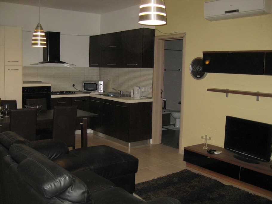 Central Moden 2 Bedroom Wifi A C Apartments For Rent