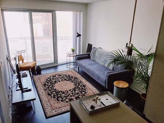 1-Bedroom luxury with underground PATH access
