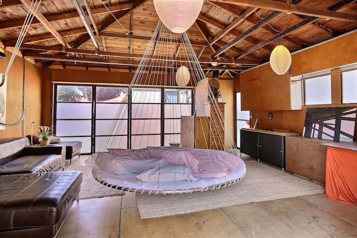 Zen Room with Floating Bed near Venice and LAX - Los Angeles - Hus