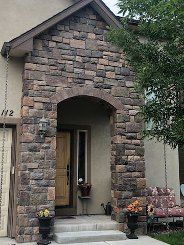 Luxory townhome, central location, home office