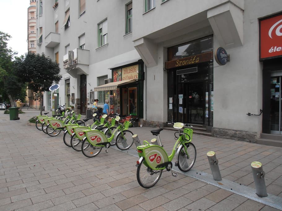 Entrance with bycicles to rent